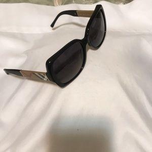 Burr 👉🏽berry Sunglasses 🕶❗️